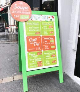 signalétique displays stop trottoir le vert en couleur communication publicité